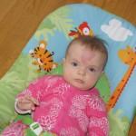 Helena i lånt barnestol