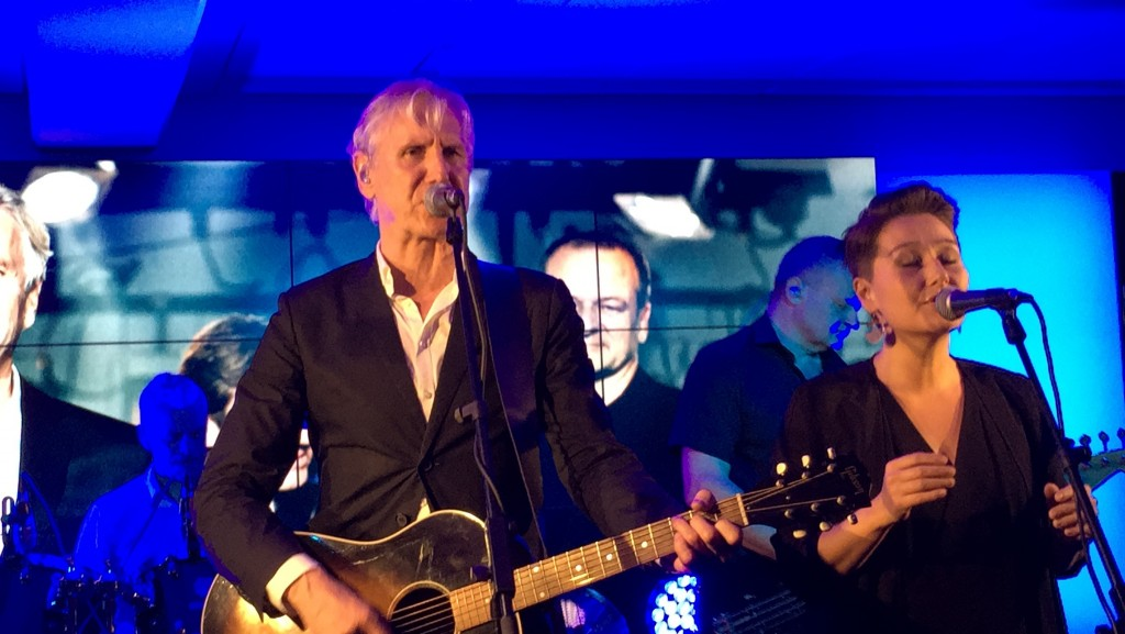Steffen Brandt med grønlandsk musiker